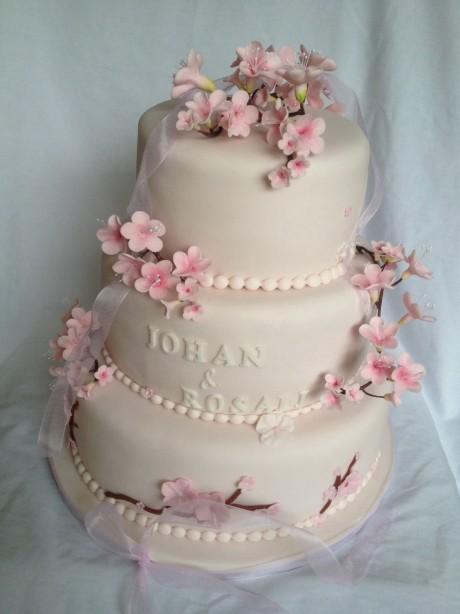 Bruidstaart met bloesem
